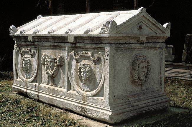 ローマ時代の家形石棺
